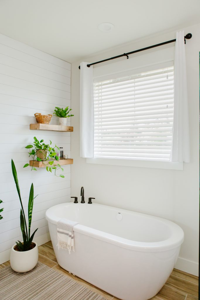 bathroom blinds near tub